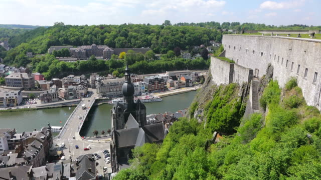 ws ha citadelle of dinant to church notre dame and river meuse / dinant, wallonia, belgium - furzen stock-videos und b-roll-filmmaterial