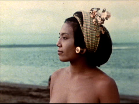 vidéos et rushes de citizens and landscapes on the island of bali in color - bali