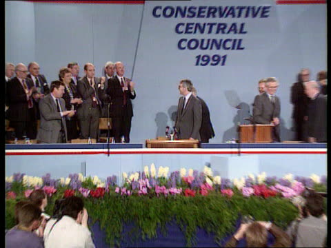 stockvideo's en b-roll-footage met citizens charter citizens charter itn lib southport john major zoom in as takes place at mics at tory central council conf and acknowledges applause... - southport engeland