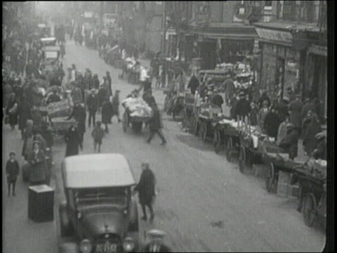 citizens of new york city work and play in manhattan - 1910 stock-videos und b-roll-filmmaterial