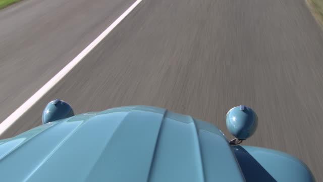 vidéos et rushes de a citroën 2cv being driven on a french road - intérieur de véhicule