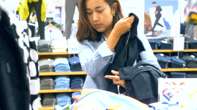 ショッピング モール都市活動: 実質の人々 - 百貨店点の映像素材/bロール