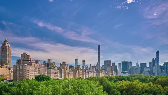 stockvideo's en b-roll-footage met stad en natuur - concept van bedrijfs- en citylife - central park manhattan