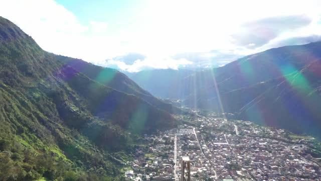 city between mountains - agua点の映像素材/bロール