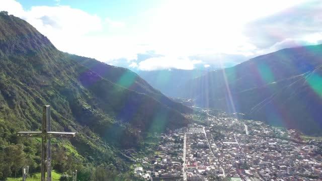 city between mountains - agua stock-videos und b-roll-filmmaterial