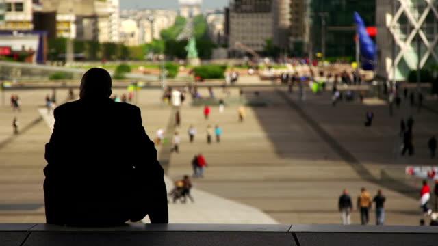 な街の - 床に座る点の映像素材/bロール