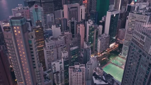 stockvideo's en b-roll-footage met city center traffic at night in hong kong island central. aerial drone view - hong kong