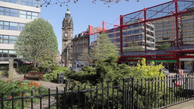 city centre gardens, sheffield, south yorkshire, england, uk, europe - sheffield stock videos & royalty-free footage