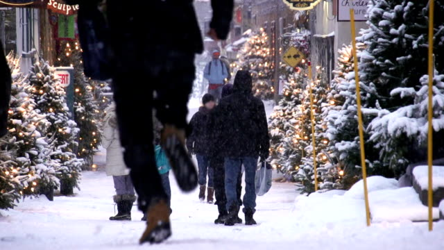 city christmas shopping - pedestrian stock videos & royalty-free footage