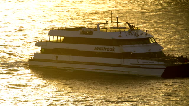 city commuter passenger ferry lower manhattan sunset usa - passenger ship stock videos & royalty-free footage