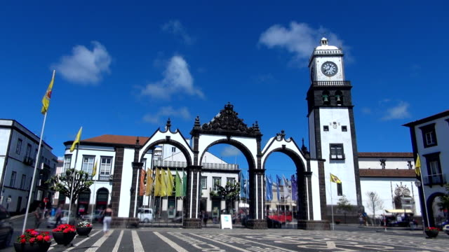 シティーゲート-ポンタデルガーダ、アゾレス諸島 - アゾレス諸島点の映像素材/bロール