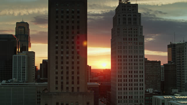 kcmo city hall and downtown office towers - aerial - 30 seconds or greater stock videos & royalty-free footage