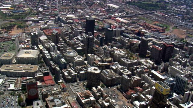 stockvideo's en b-roll-footage met stadhuis en gandhi square - luchtfoto - gauteng, stad johannesburg grootstedelijke gemeente, stad van johannesburg, zuid-afrika - johannesburg