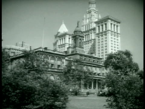 stockvideo's en b-roll-footage met city hall. mayor fiorello h. laguardia in office talking w/ commissioner of markets william fellowes morgan jr. - 1933