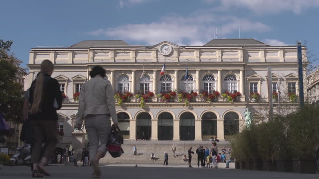stockvideo's en b-roll-footage met city hall of saint etienne - town hall