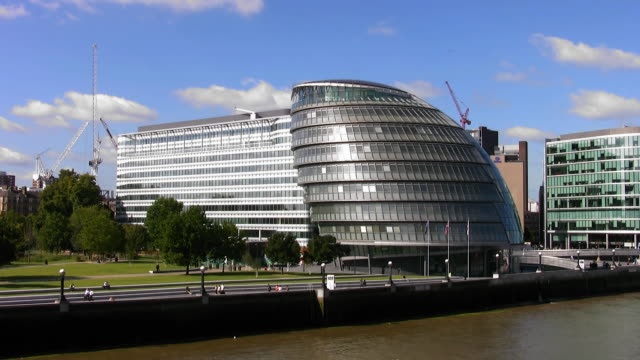stockvideo's en b-roll-footage met city hall offices of the greater london authority - greater london