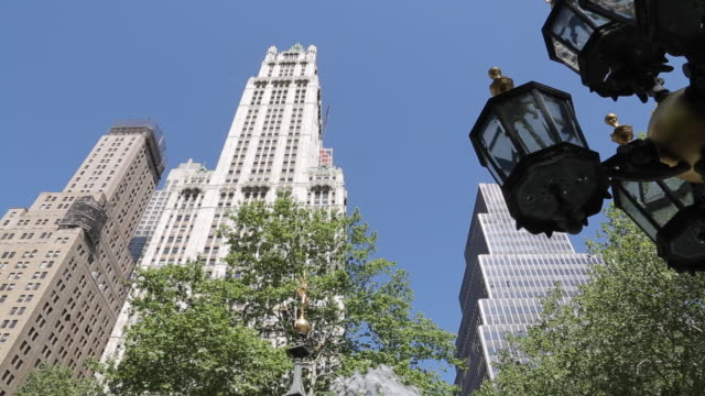 city hall park & woolworth building, manhattan, new york city, new york, usa, north america - woolworth building stock videos & royalty-free footage