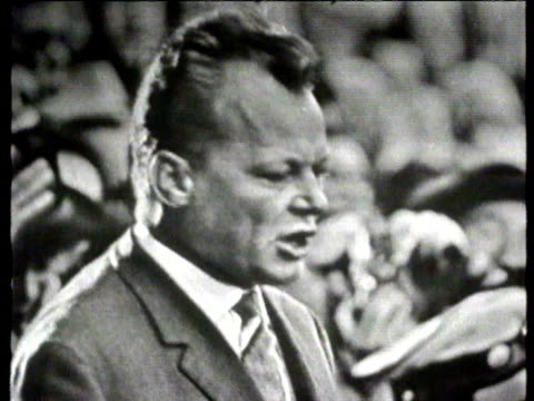 city hall square rally / us vice president lyndon johnson with willy brandt / willy brandt addresses rally / lyndon johnson speech gives message from... - kalter krieg stock-videos und b-roll-filmmaterial