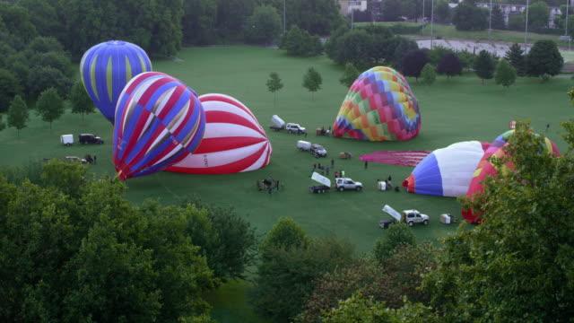 city hot-air balloons inflating at dawn - 準備点の映像素材/bロール