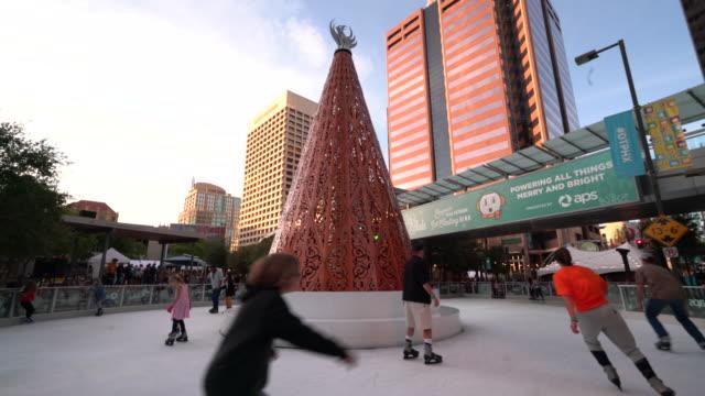 vídeos y material grabado en eventos de stock de city ice skate - patinaje sobre hielo