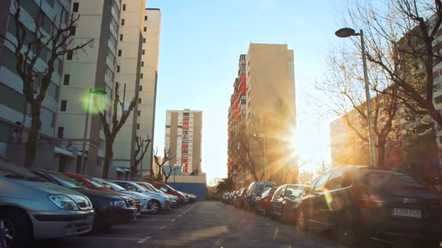 vídeos y material grabado en eventos de stock de impresiones de la ciudad - zona residencial