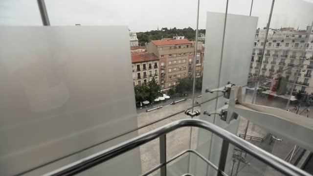 vídeos y material grabado en eventos de stock de vida de la ciudad en madrid, españa: museo reina sofía - museum