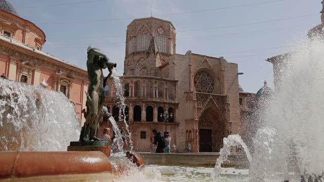 city life in valencia, spain: plaza de la virgen - spain stock videos & royalty-free footage