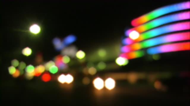 Die Lichter der Stadt. Unscharf gestellt, verschwommene Beleuchtung, Autos, street, Scheinwerfer.
