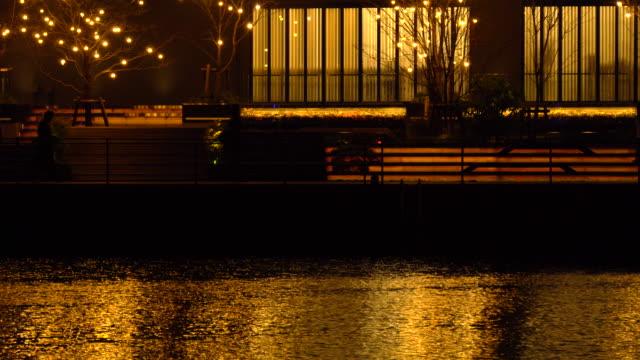 Lichter der Stadt Reflexionen - Menschen