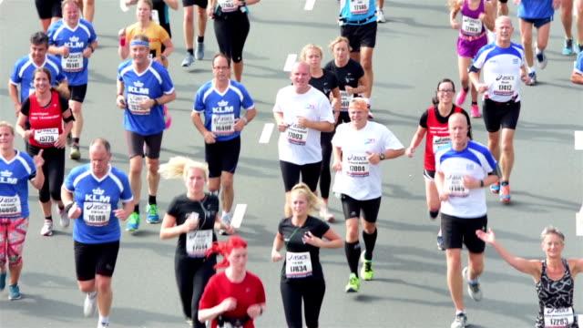 Maratona corridori città