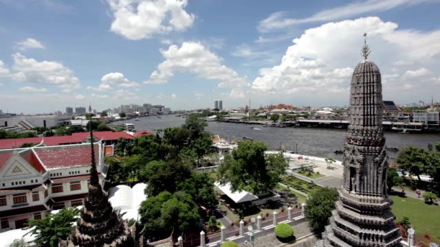バンコクの街からワットアルン、タイ - チャオプラヤ川点の映像素材/bロール