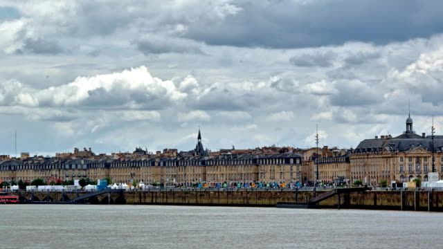 vidéos et rushes de city of bordeaux impressions - dolly shot