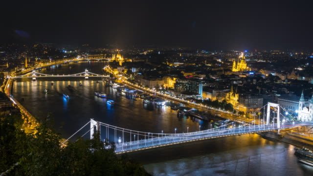 city of budapest at night - chain bridge suspension bridge stock videos & royalty-free footage