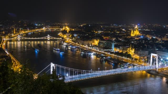 ブダペストの夜 - 鎖橋点の映像素材/bロール