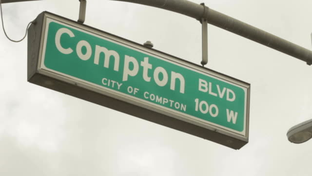 vídeos y material grabado en eventos de stock de city of compton street sign with moving dark clouds above. - material grabado en eventos