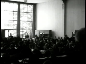 city of geneva. waterfront shops. int old league building w/ delegates. british ramsey macdonald speaking. german gustav stresemann speaking. french... - 1920 1929 bildbanksvideor och videomaterial från bakom kulisserna