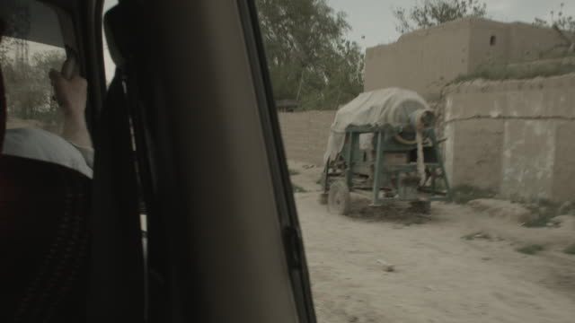 city of kabul - viewpoint from a moving vehicle - religiöse kleidung stock-videos und b-roll-filmmaterial