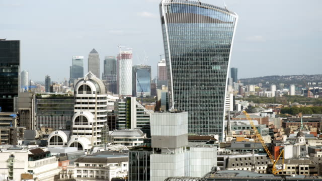 city of london and canary wharf skyline from the west - real time stock videos & royalty-free footage