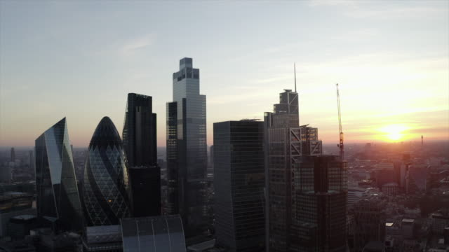 stockvideo's en b-roll-footage met city of london, financial district, verenigd koninkrijk - london