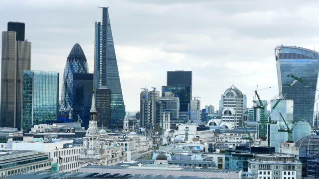 stockvideo's en b-roll-footage met city of london uit het westen - skyline