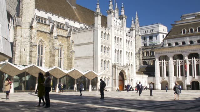 city of london, guildhall and art gallery. guildhall yard. - town hall stock videos & royalty-free footage