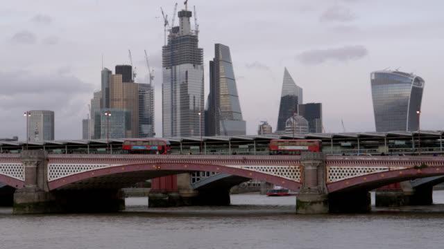 City of London Wolkenkratzer und Blackfriars Bridge
