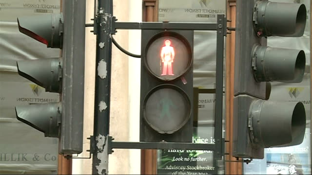 City of London to introduce 20 MPH speed limit EXT Reporter to camera Heavy traffic moving slowly along busy City of London roads Vox pops Pelican...