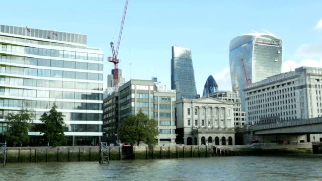vídeos y material grabado en eventos de stock de punto de vista de la ciudad de london visto desde el río thames - utensilio para cocinar