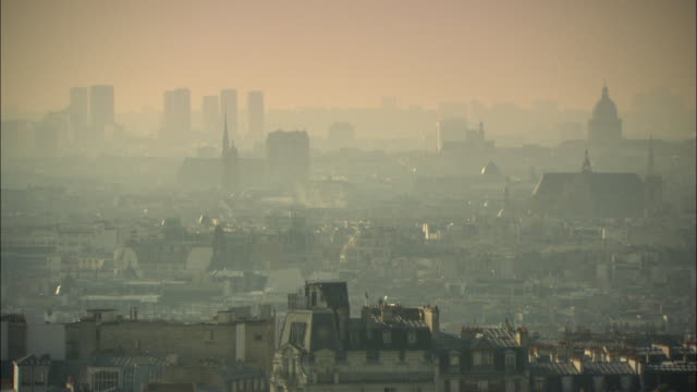 ws city of paris in hazy and smoggy day / france - air pollution stock videos & royalty-free footage