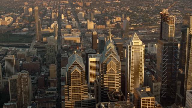 aerial city of philadelphia skyscrapers at sunrise - philadelphia pennsylvania bildbanksvideor och videomaterial från bakom kulisserna