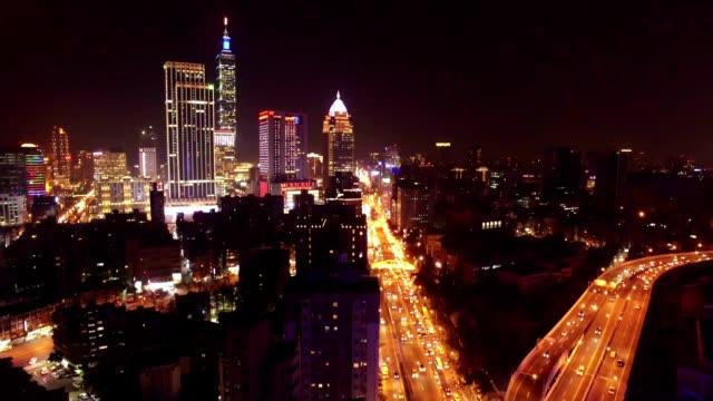 vídeos de stock, filmes e b-roll de cidade de taipei à noite, taiwan - taipé