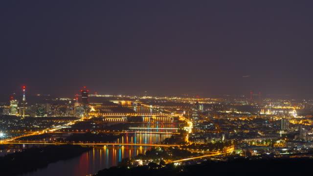 vidéos et rushes de ville de vienne-effet time-lapse de nuit - vie nocturne