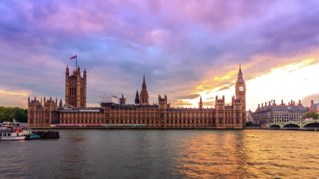 vídeos y material grabado en eventos de stock de westminster día a la noche, londres, sin flickring, sin problemas de la transición al polvo - casas del parlamento westminster