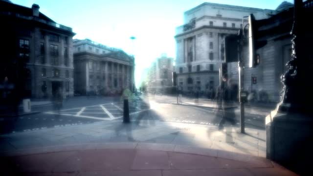 vídeos de stock, filmes e b-roll de travessia de pedestres da cidade de lapso de tempo. hd, ntsc, pal - a parar
